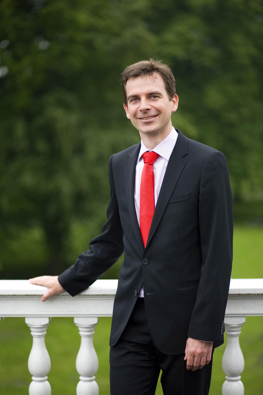 Profielfoto headshot man informeel editrorial portret zakelijke fotografie LinkedIn cv fotografie Den Haag