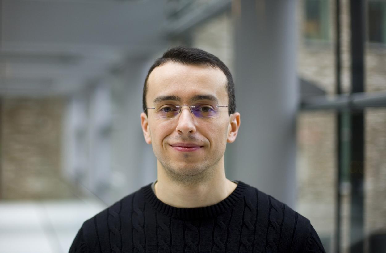 Profielfoto headshot man casual portret zakelijke fotografie LinkedIn cv fotografie Den Haag