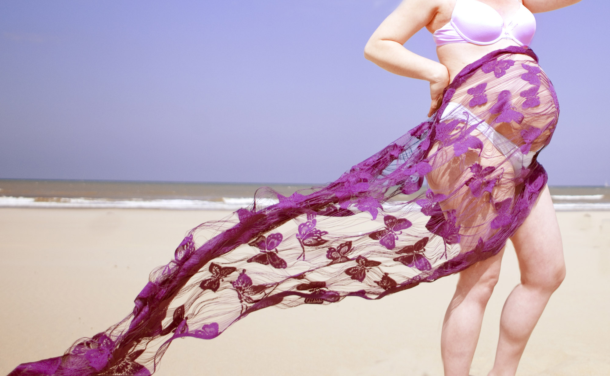 Zwangerschapsfotografie portret zwangere buik fotograaf zwangerschap strand Scheveningen den Haag