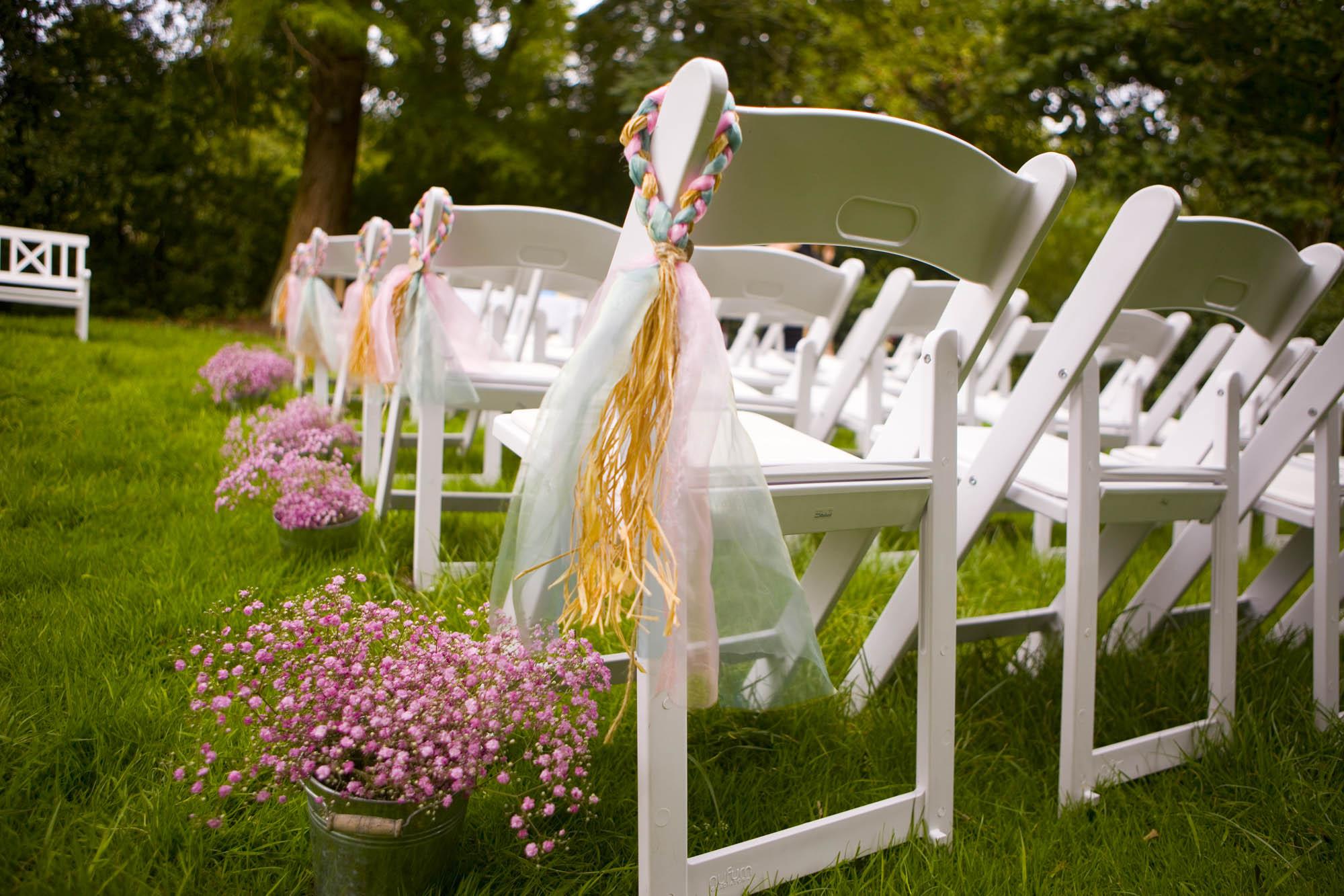 gipskruid decoraties bij opstelling ceremonie bruiloft De Hertenhorst Delft