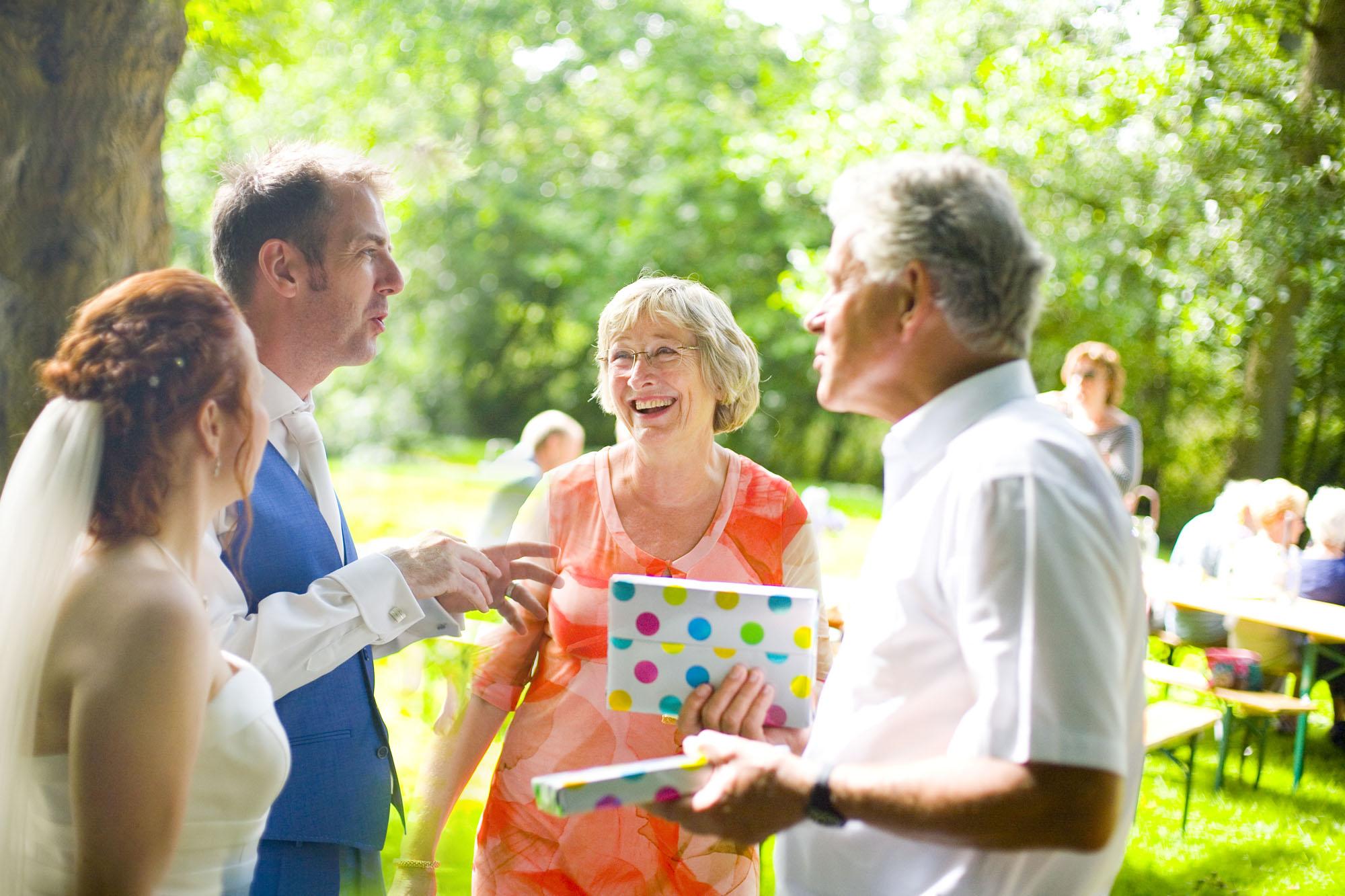 gasten zomer bruiloft receptie buiten Hertenhorst Delft