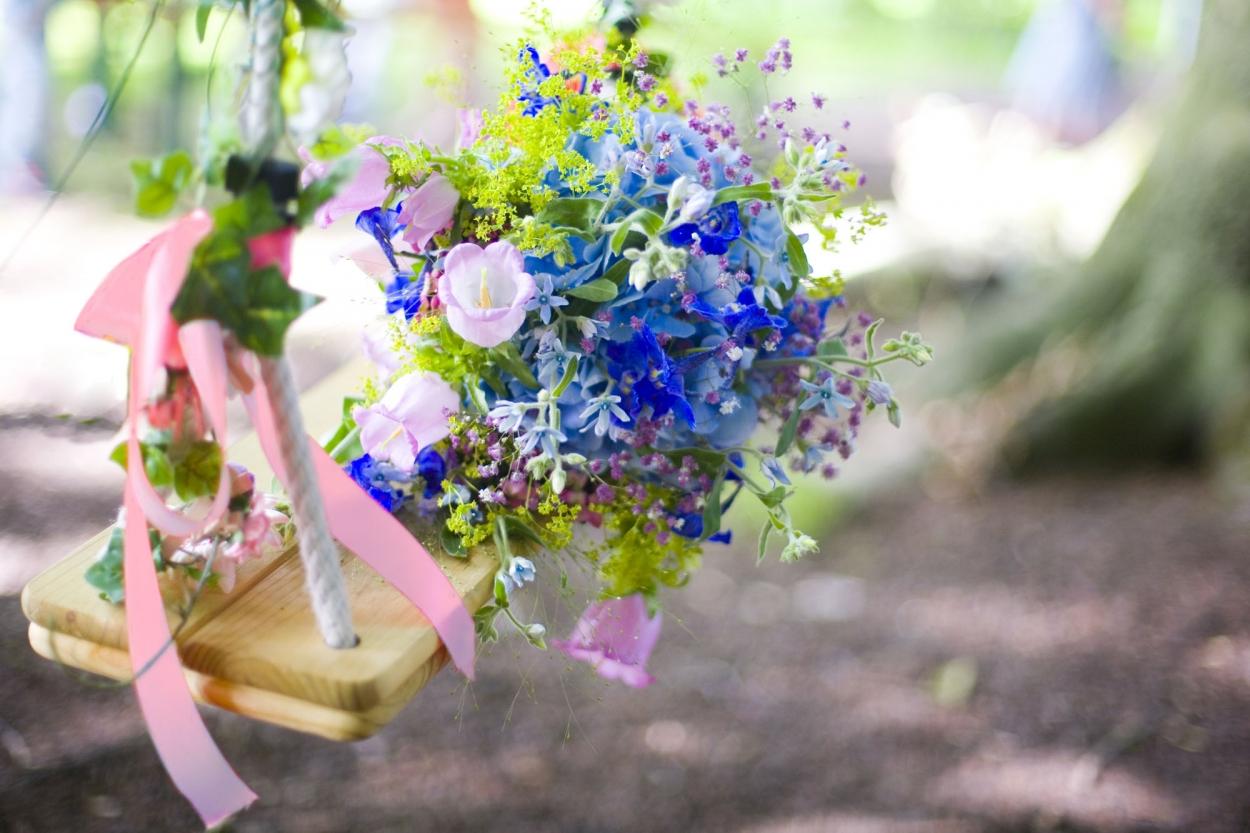 trouwboeket bruidsboeket op schommel bruiloft Hertenhorst Delft