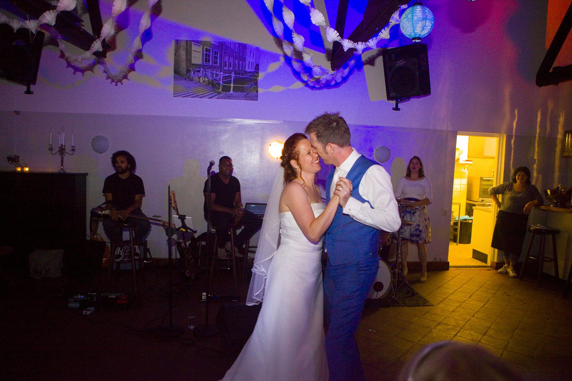 Openingsdans trouwfeest bruiloft Hertenhorst in Delft Delftse Hout