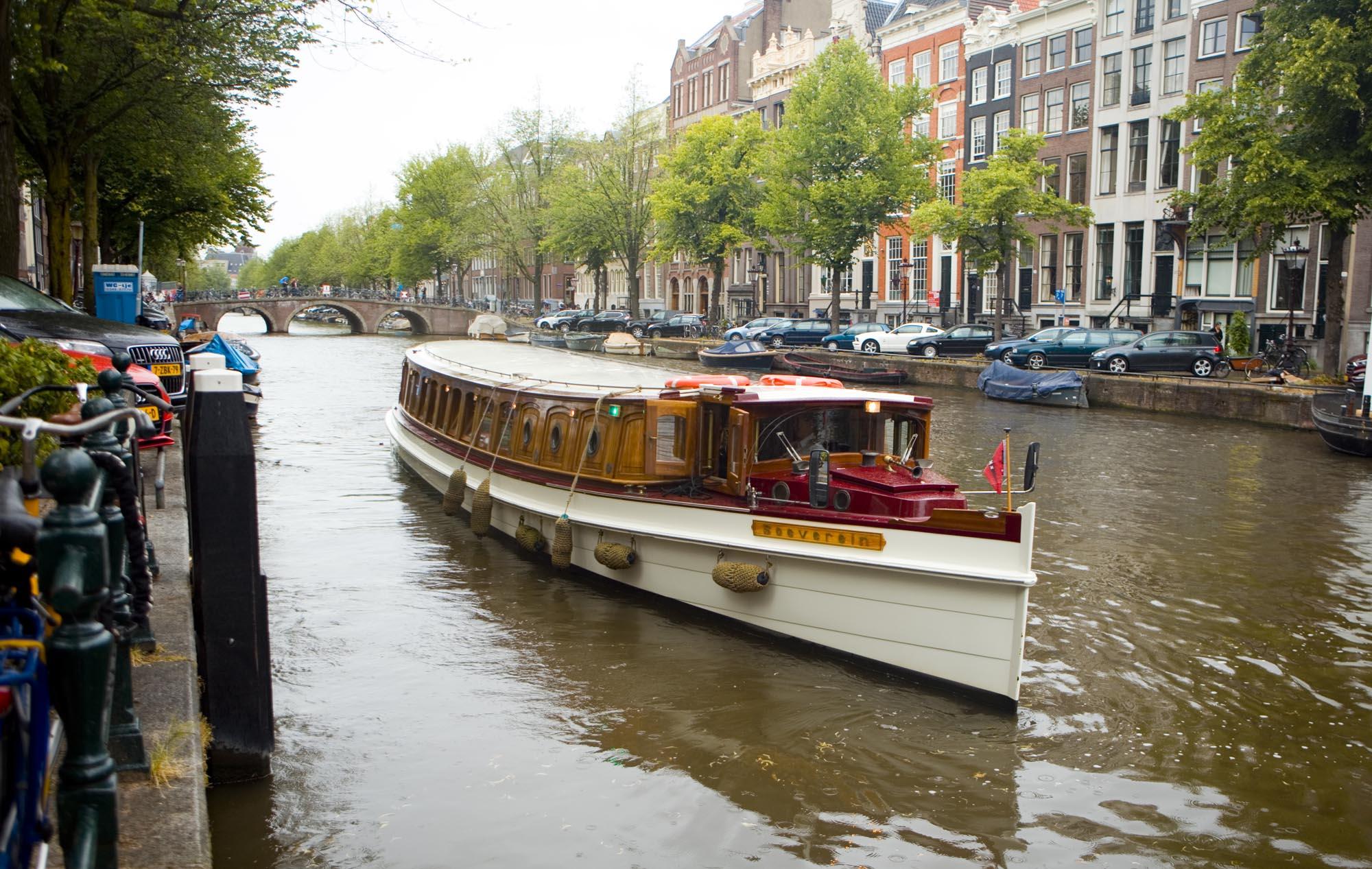 Bruidsfotografie bruiloft salonboot boottocht grachten Amsterdam