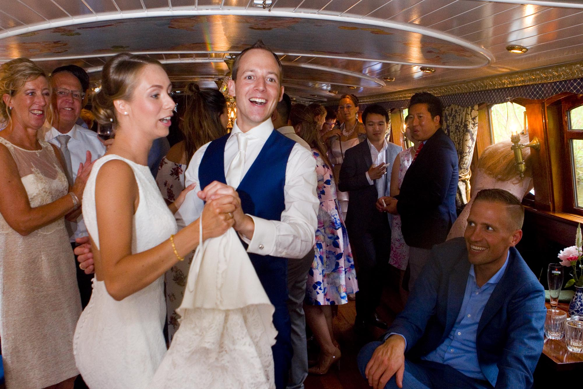 Bruidsfotografie bruiloft dans bruidspaar trouwfeest salonboot boottocht Amsterdam