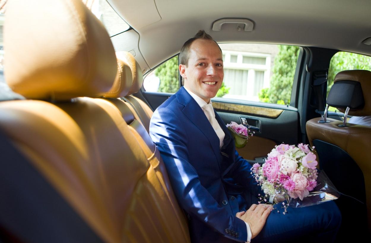 Bruidsfotografie aankomst bruidegom Bruidsfotografie The Dylan Amsterdam