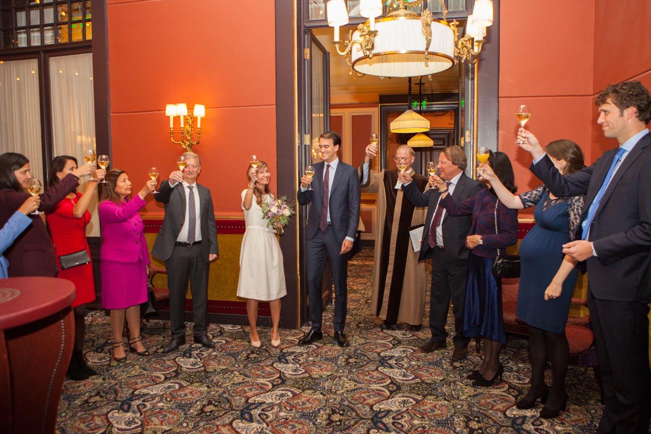 Proosten bruiloft in Rotonde Hotel Des Indes Den Haag