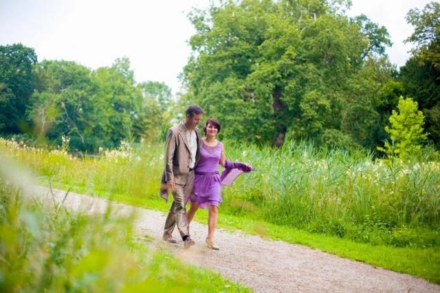 bruidspaar in tuinen Kasteel Duivenvoorde Voorschoten
