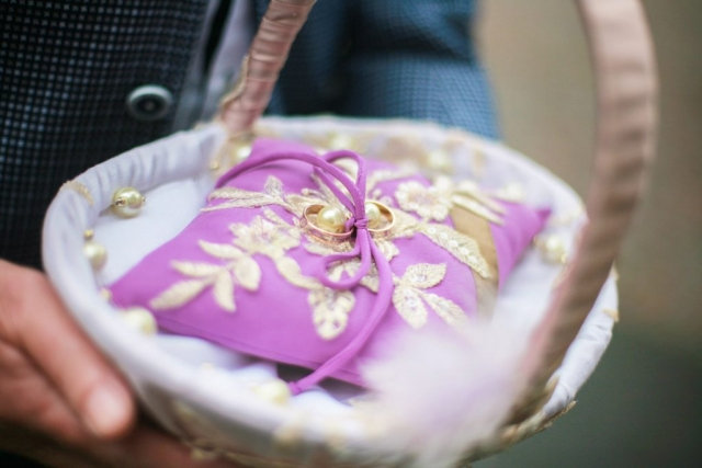 trouwringen op kussentje in mandje Kasteel Duivenvoorde Voorschoten